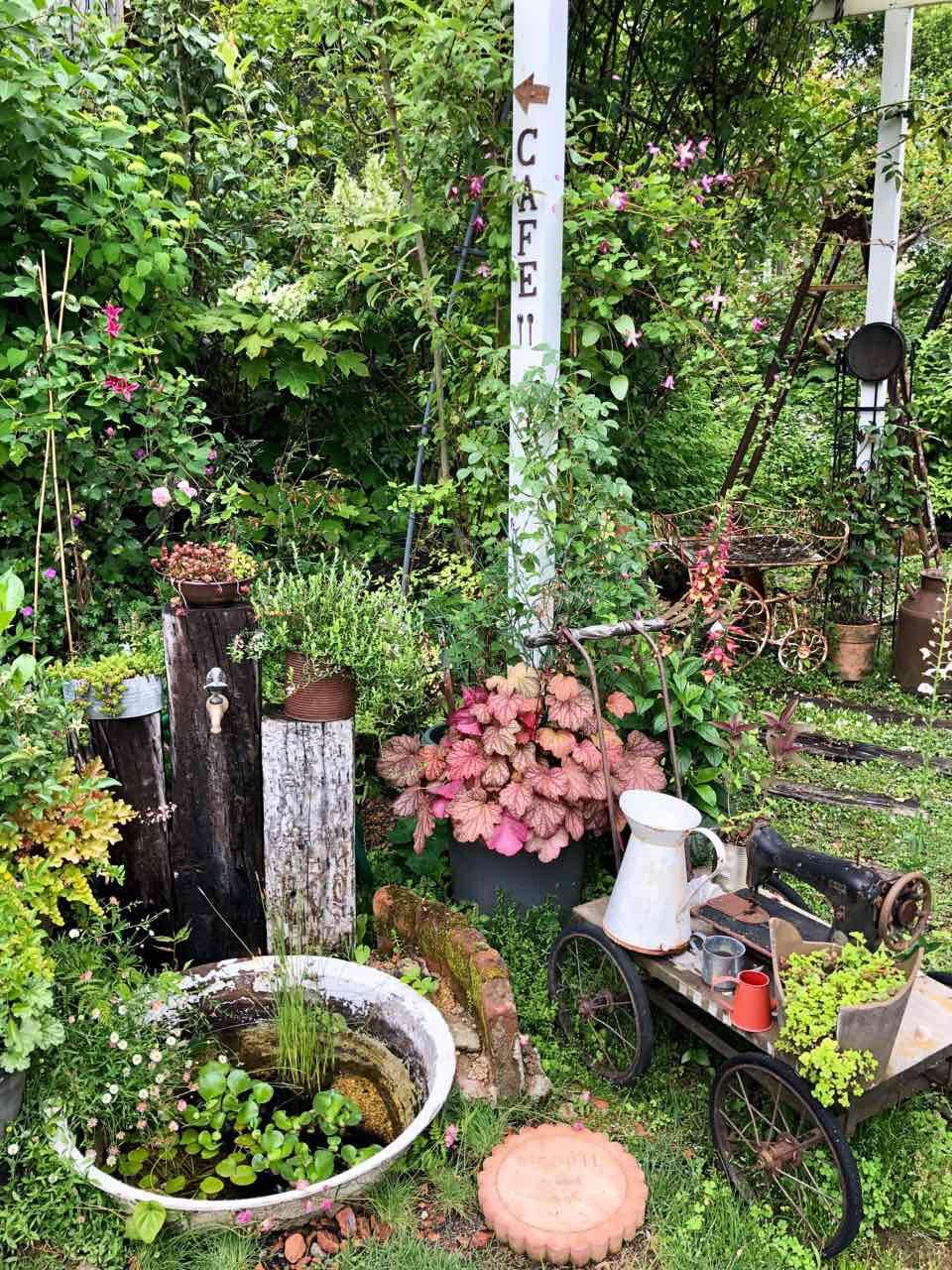 恵那のハリスカフェの庭階段