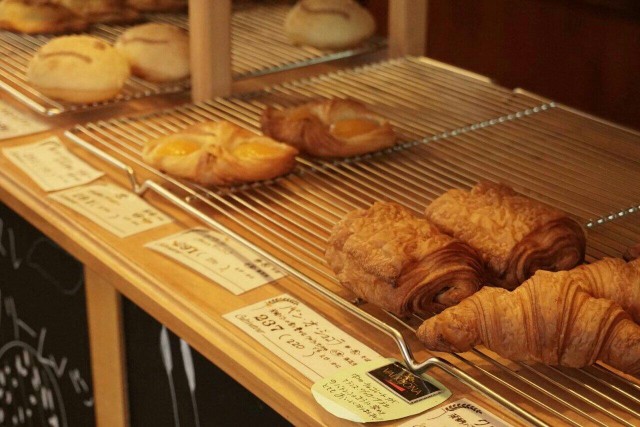 キュルティヴァトゥールの店内のパン