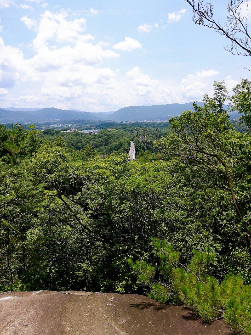 紅岩手前の岩からの景色