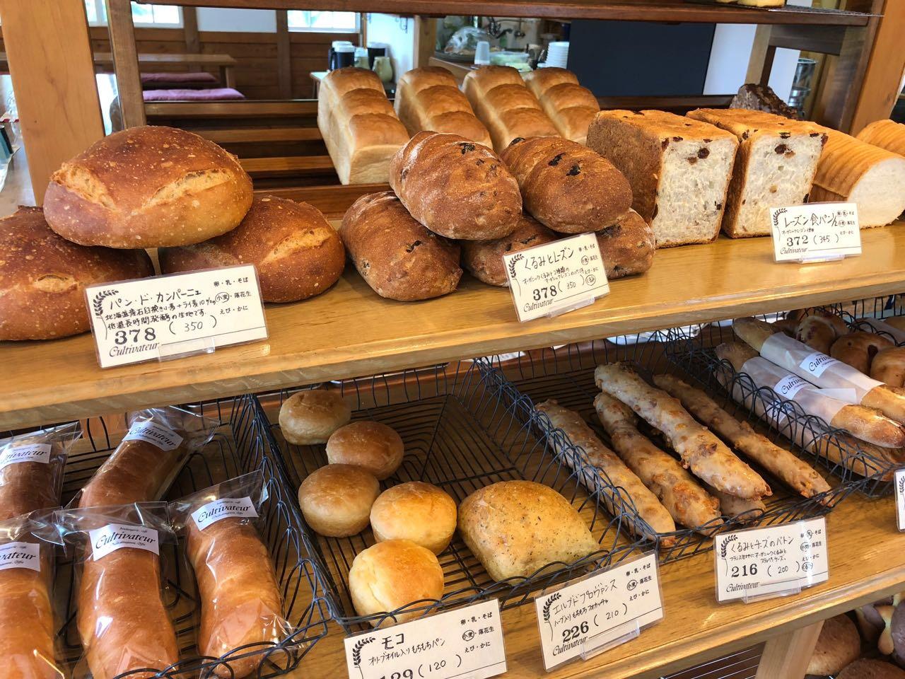 パンドカンパーニュとくるみレーズンとレーズン食パン