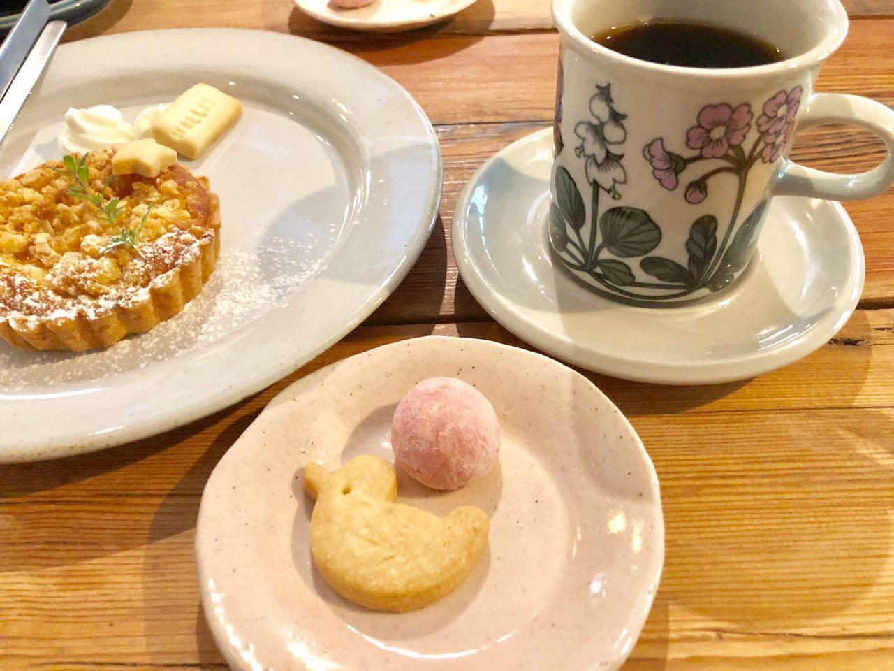 ハリスカフェの手づくりスイーツとコーヒー