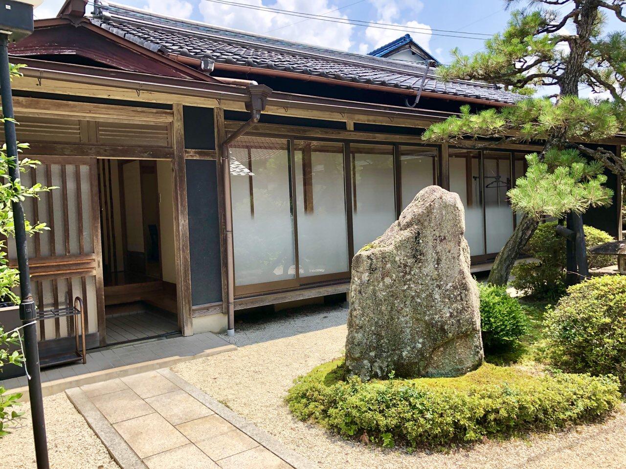 岩村の食事処、割烹かわいの会席個室の建物