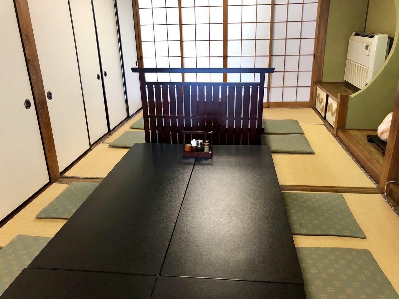 恵那市岩村のランチの食事処、割烹かわいの会席個室の長テーブル