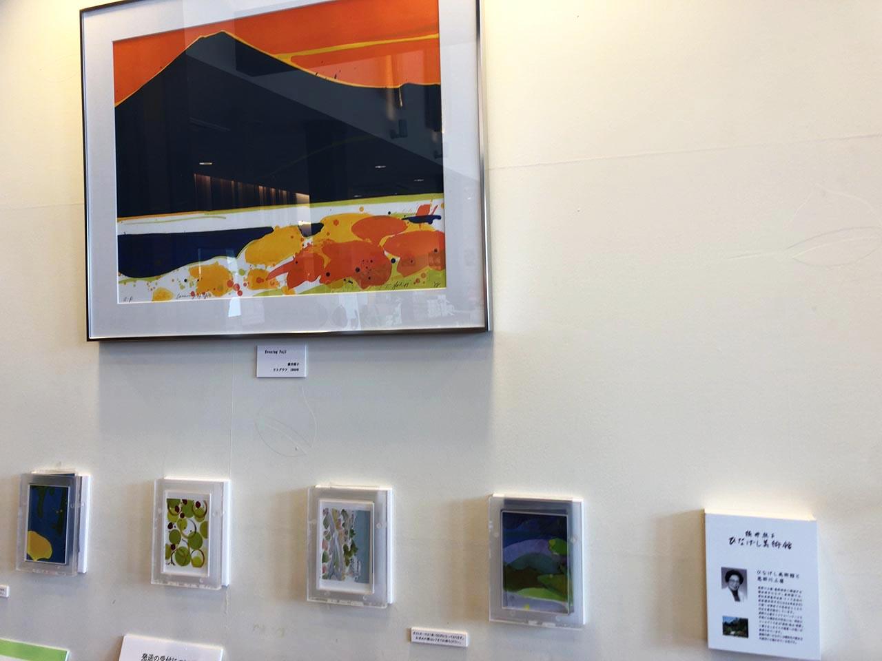 青い山脈をイメージした恵那川上屋中央店の絵画