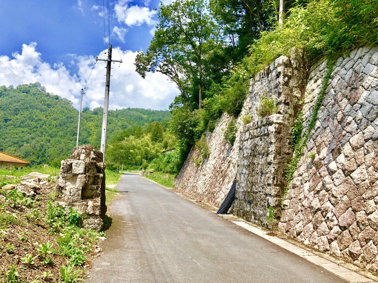 北恵那鉄道廃線跡の跨線橋の橋台