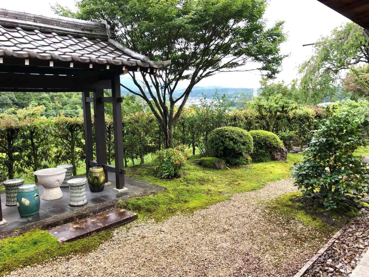 恵那市の食事水半茶寮の庭1
