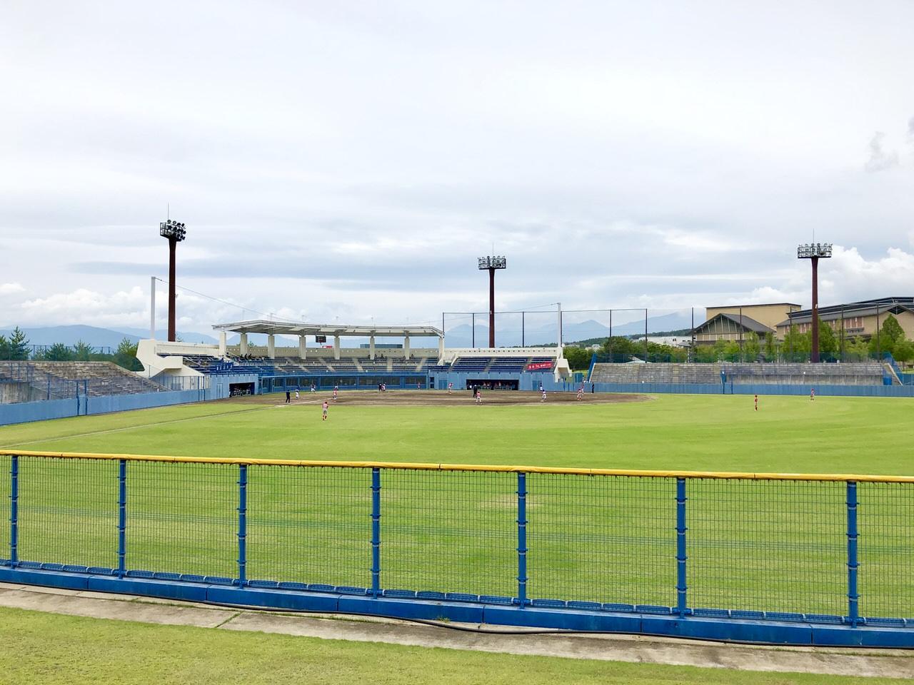 中津川公園野球場の夜明け前スタジアム