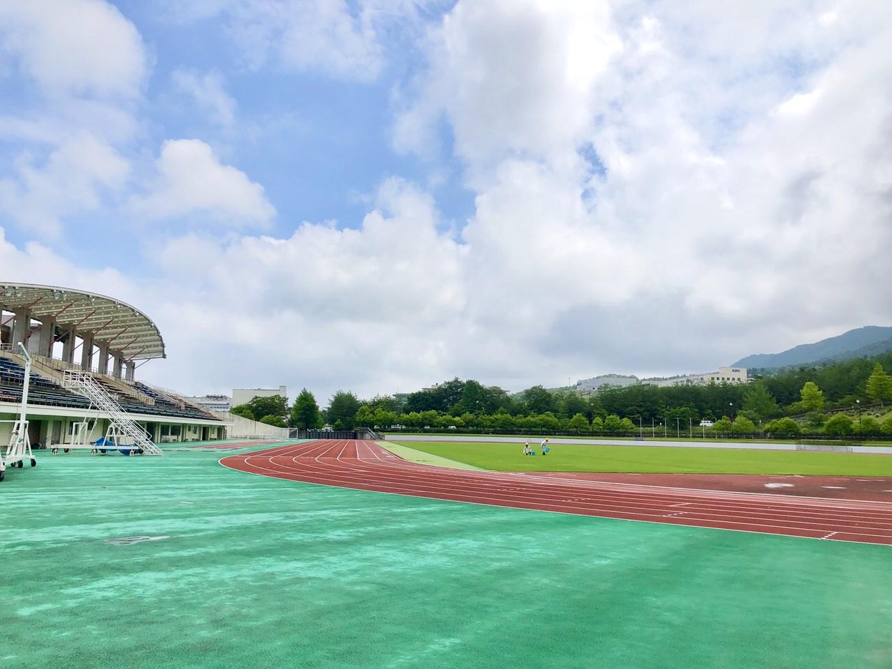 中津川公園競技場を横から見た景色