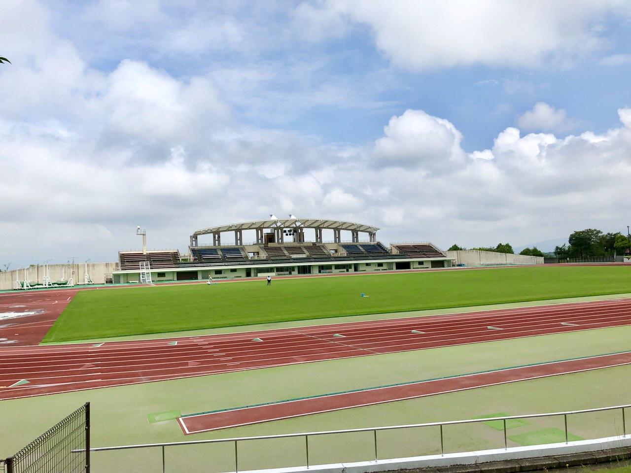 中津川公園競技場を近くから見た景色