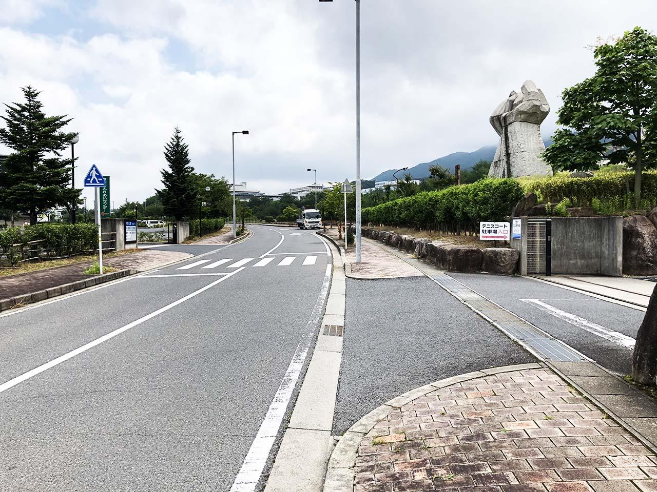 中津川公園の第2駐車場への入り口道路