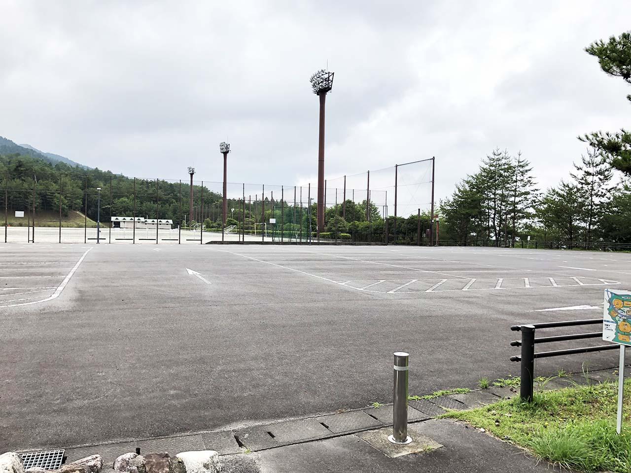 子供と遊ぶ公園中津川市の中津川公園の第9駐車場