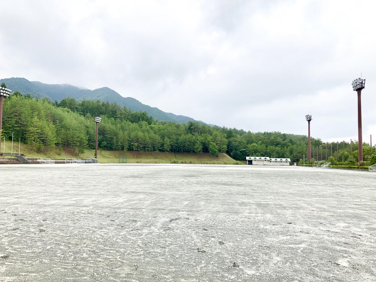 中津川公園多目的広場の入り口からの景色