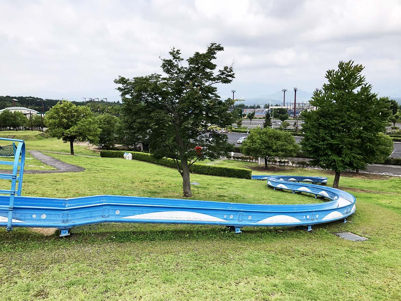 子供と遊ぶ公園中津川市の中津川公園の遊具広場ローラー滑り台