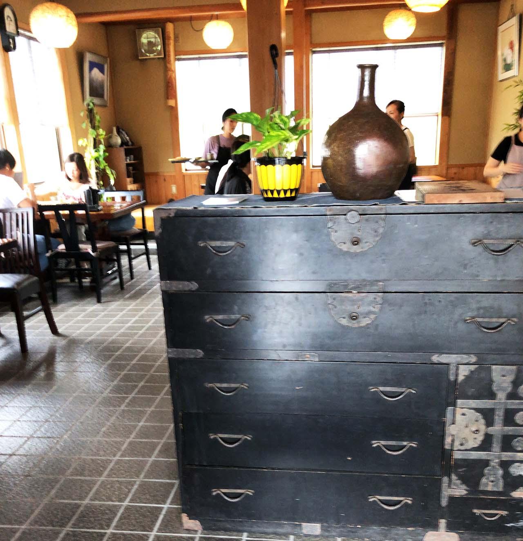 恵那市の恵那峡の食事処そば屋照久庵の店内-ランチ営業