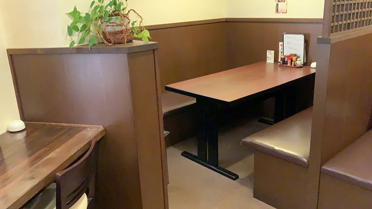 恵那 駅前 和洋亭 ますき 1階テーブル席