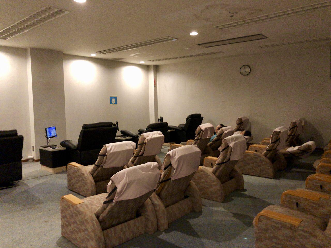 中津川市のクアリゾートのリクライニングスペース