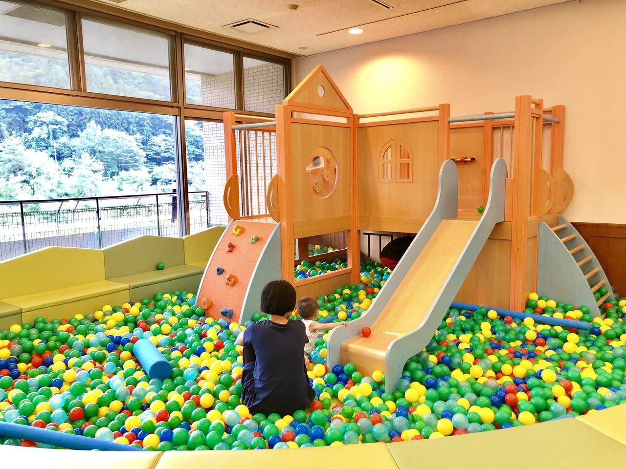 クアリゾートの子供の遊び場のボールプール