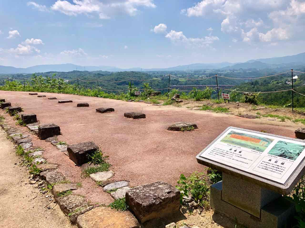苗木城跡の武器蔵跡
