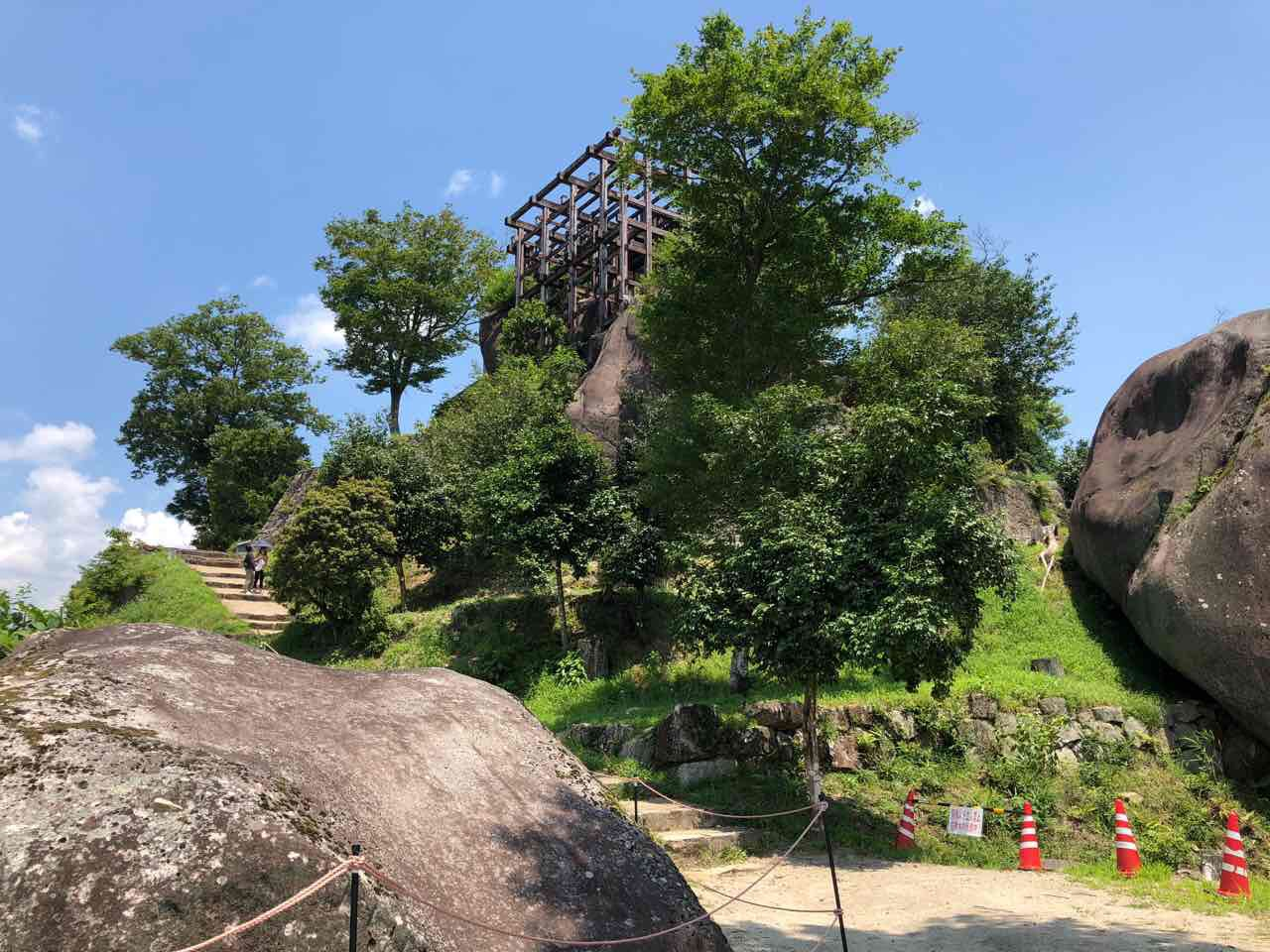 中津川の苗木城跡は岩の上にある