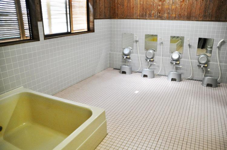福岡ローマン渓谷オートキャンプ場のお風呂の中