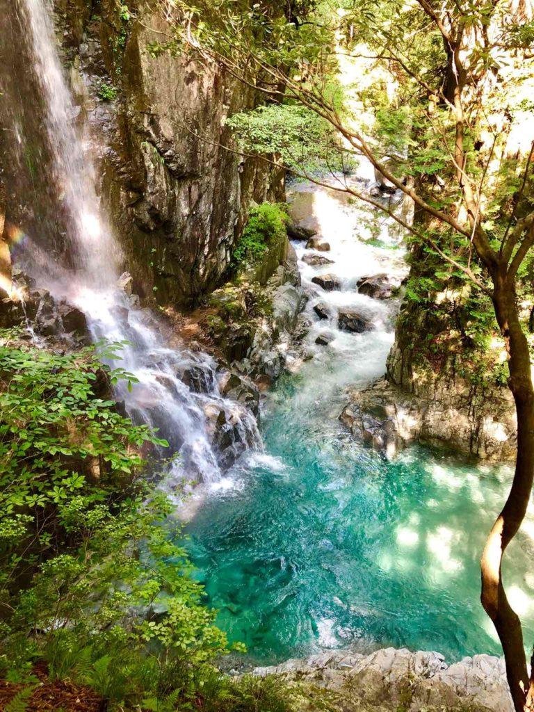 付知峡の観音滝はマイナスイオンたっぷり