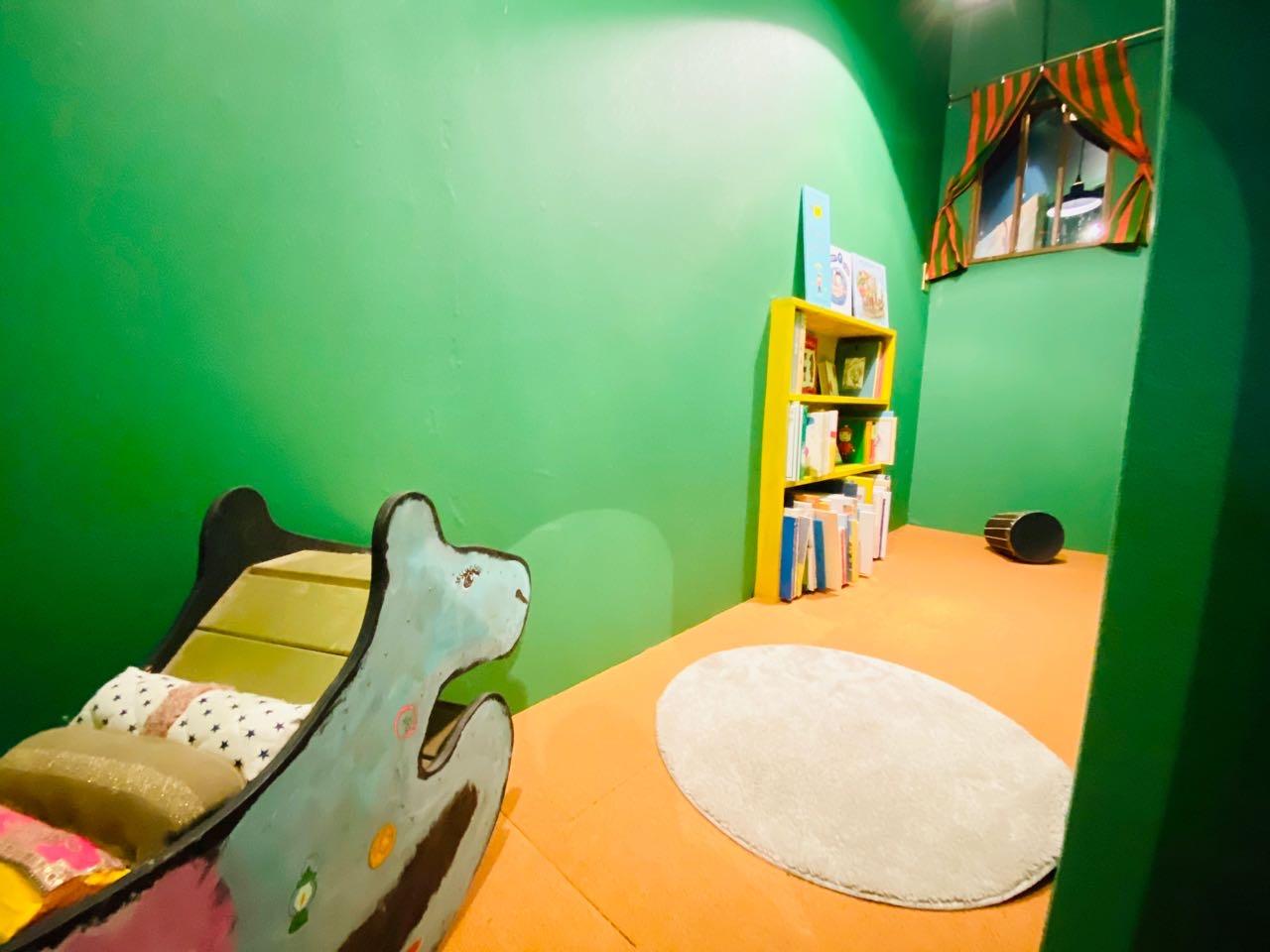 絵本の世界の小部屋