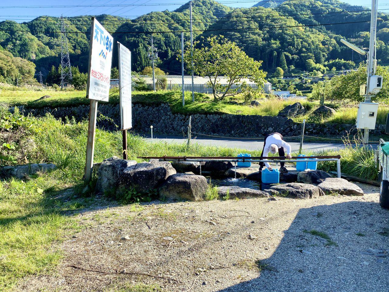 湧き水を汲む場所